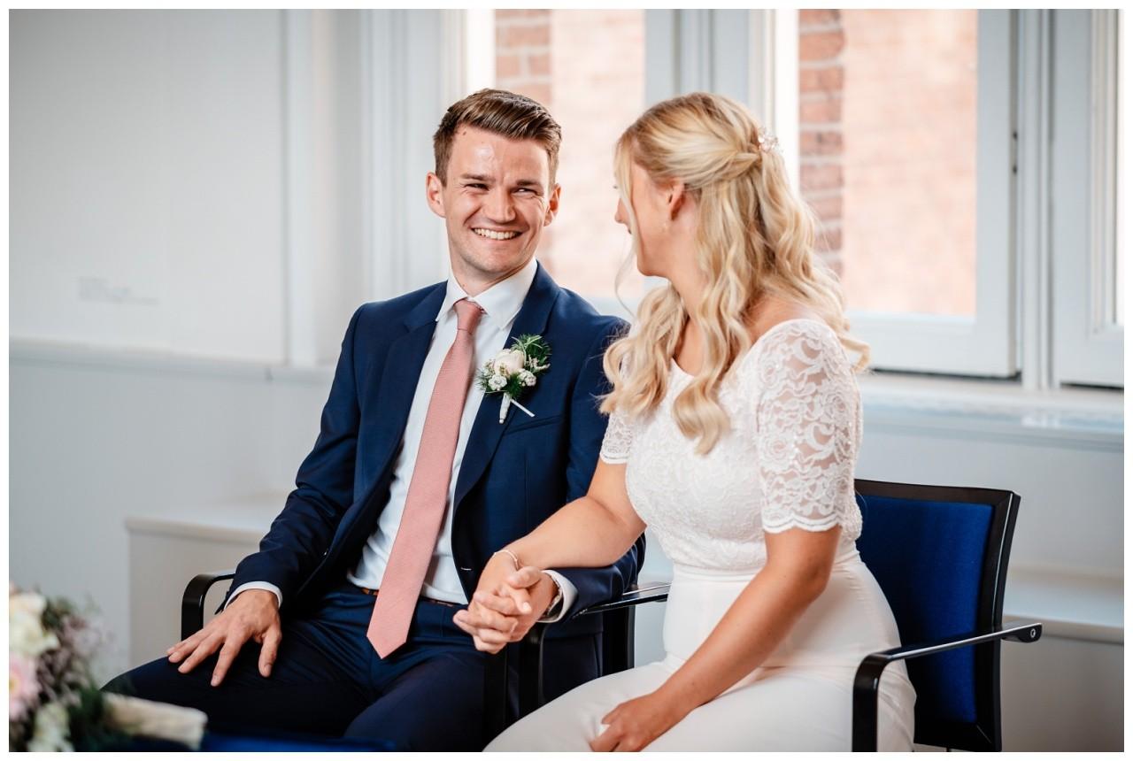 hochzeit standesamt standesamtliche Trauung schloss Moyland niederrhein fotograf 17 - Standesamtliche Hochzeit auf Schloss Moyland