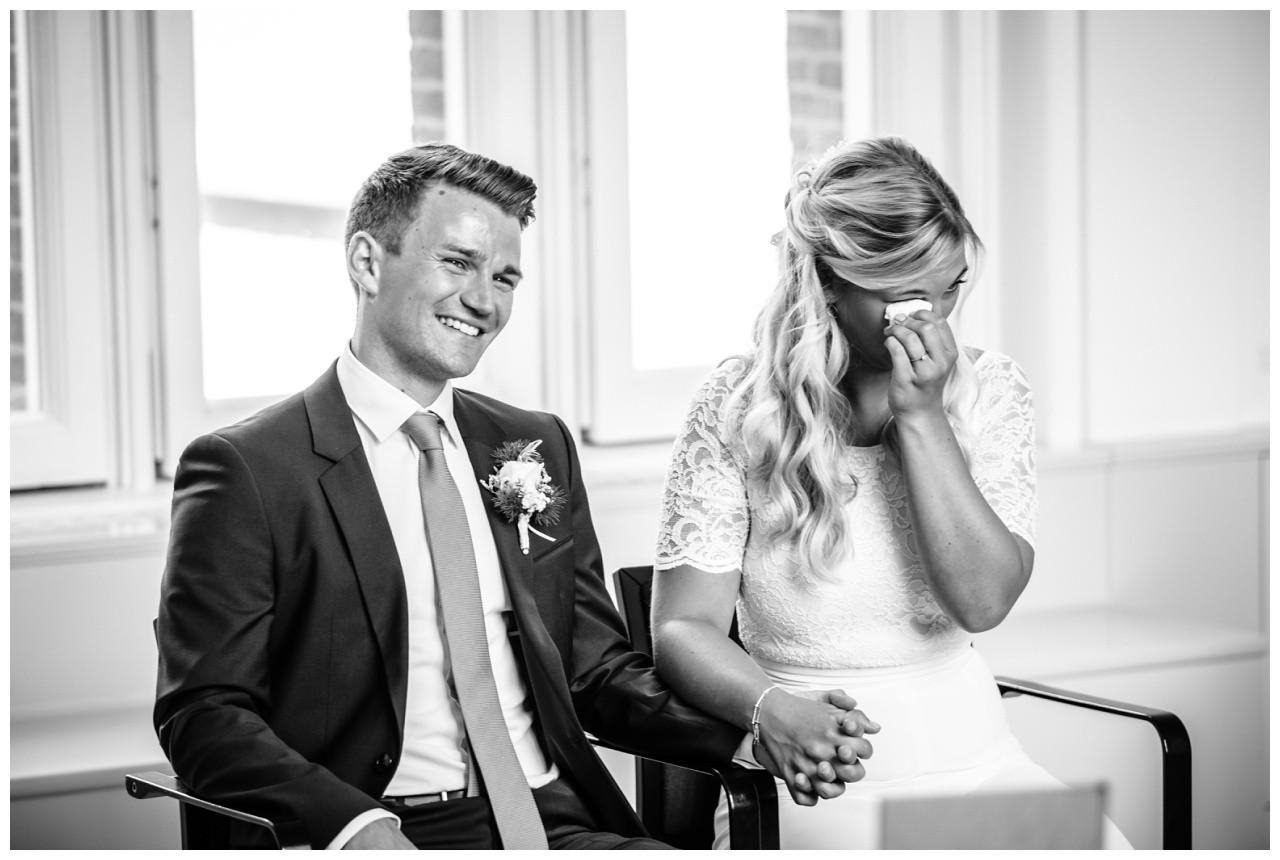 hochzeit standesamt standesamtliche Trauung schloss Moyland niederrhein fotograf 18 - Standesamtliche Hochzeit auf Schloss Moyland