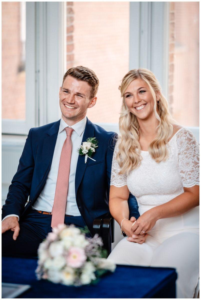 hochzeit standesamt standesamtliche Trauung schloss Moyland niederrhein fotograf 19 - Standesamtliche Hochzeit auf Schloss Moyland