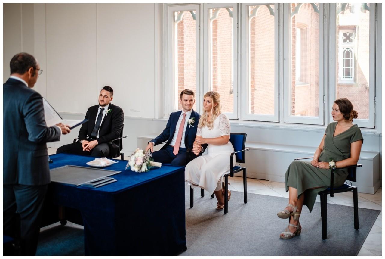 hochzeit standesamt standesamtliche Trauung schloss Moyland niederrhein fotograf 20 - Standesamtliche Hochzeit auf Schloss Moyland