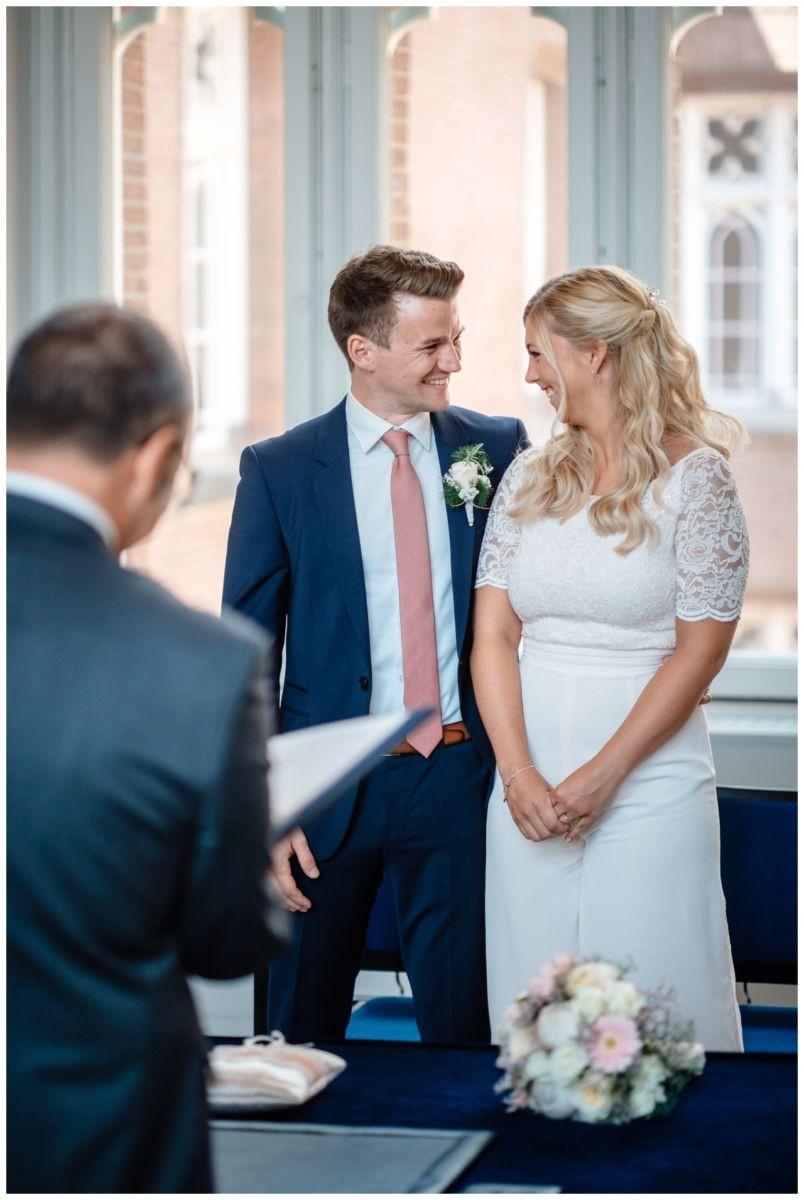hochzeit standesamt standesamtliche Trauung schloss Moyland niederrhein fotograf 24 - Standesamtliche Hochzeit auf Schloss Moyland