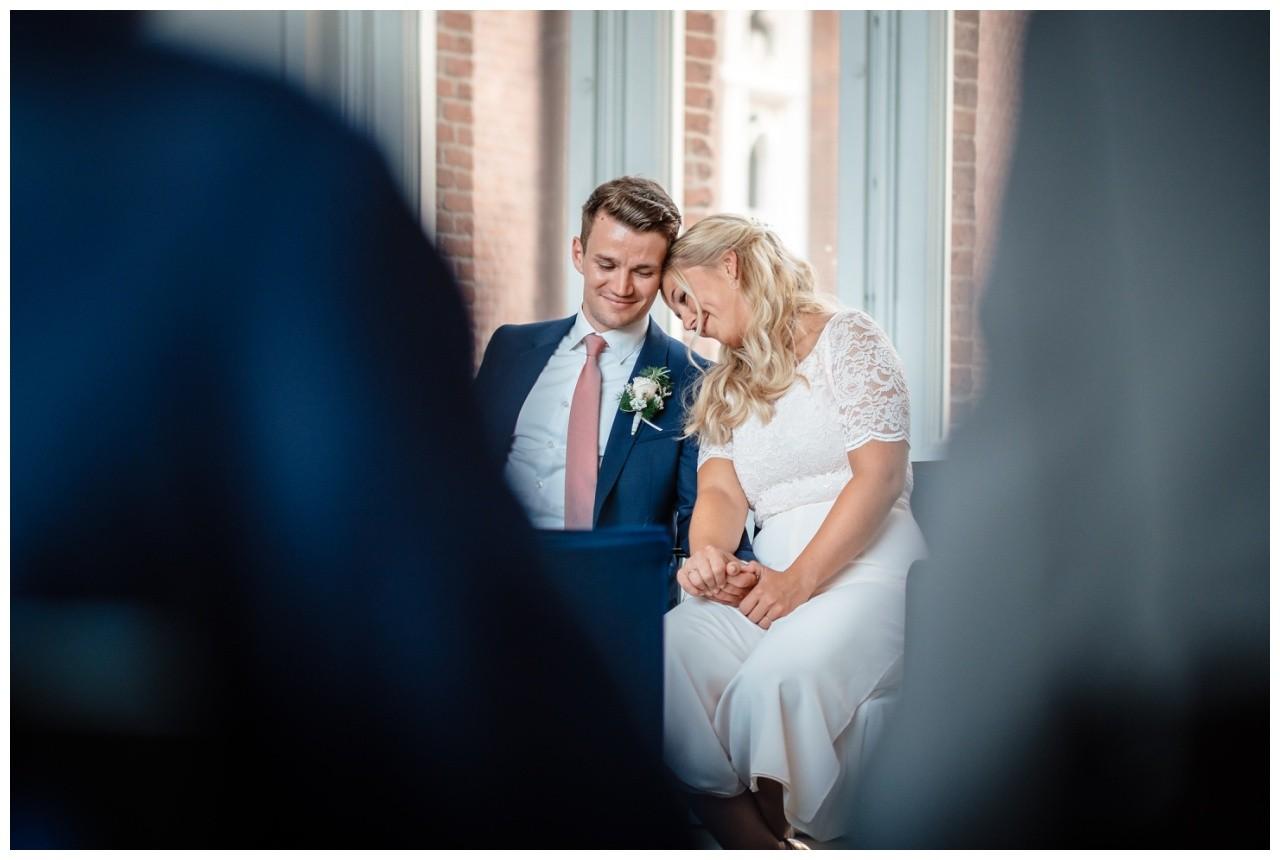 hochzeit standesamt standesamtliche Trauung schloss Moyland niederrhein fotograf 30 - Standesamtliche Hochzeit auf Schloss Moyland
