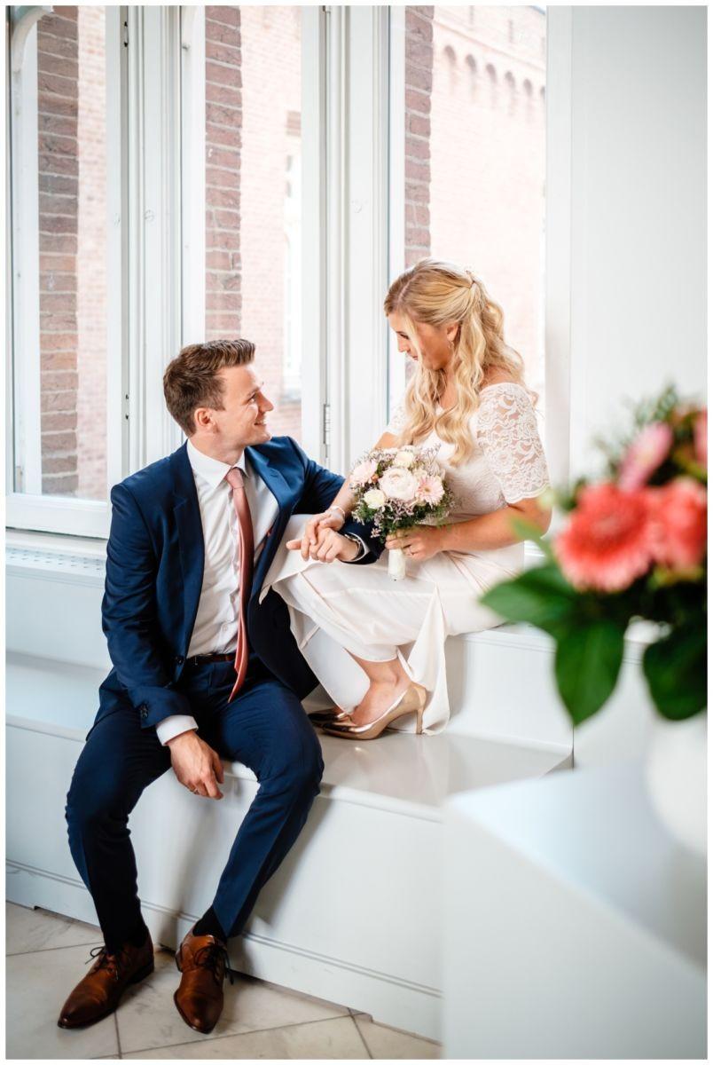 hochzeit standesamt standesamtliche Trauung schloss Moyland niederrhein fotograf 33 - Standesamtliche Hochzeit auf Schloss Moyland