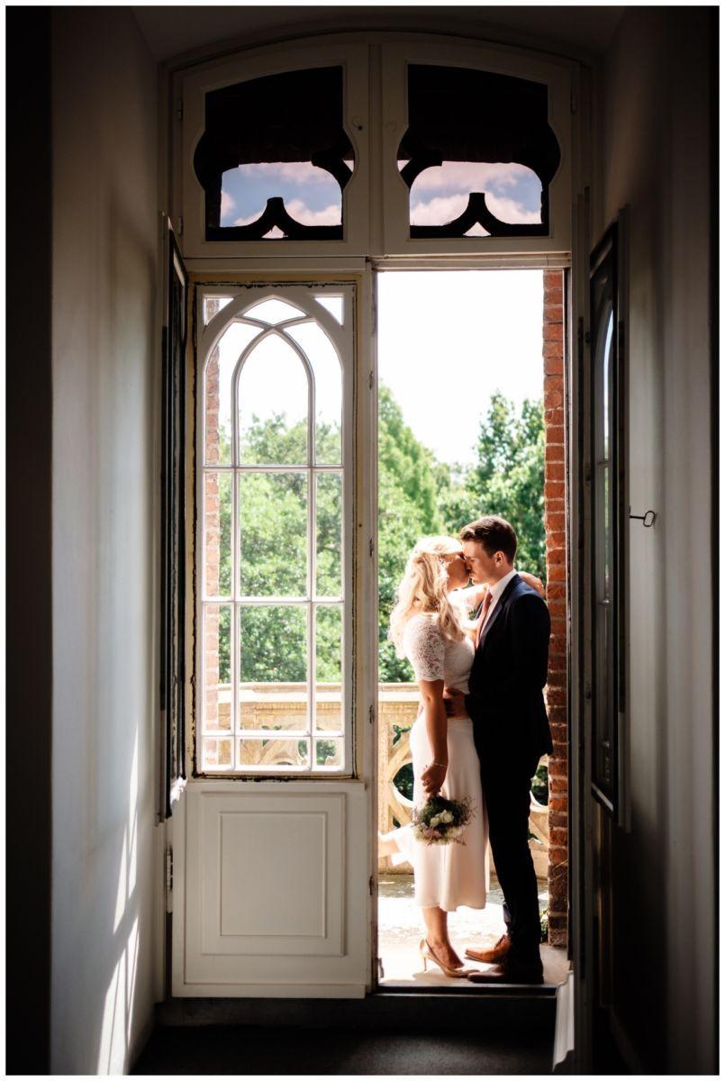 hochzeit standesamt standesamtliche Trauung schloss Moyland niederrhein fotograf 36 - Standesamtliche Hochzeit auf Schloss Moyland