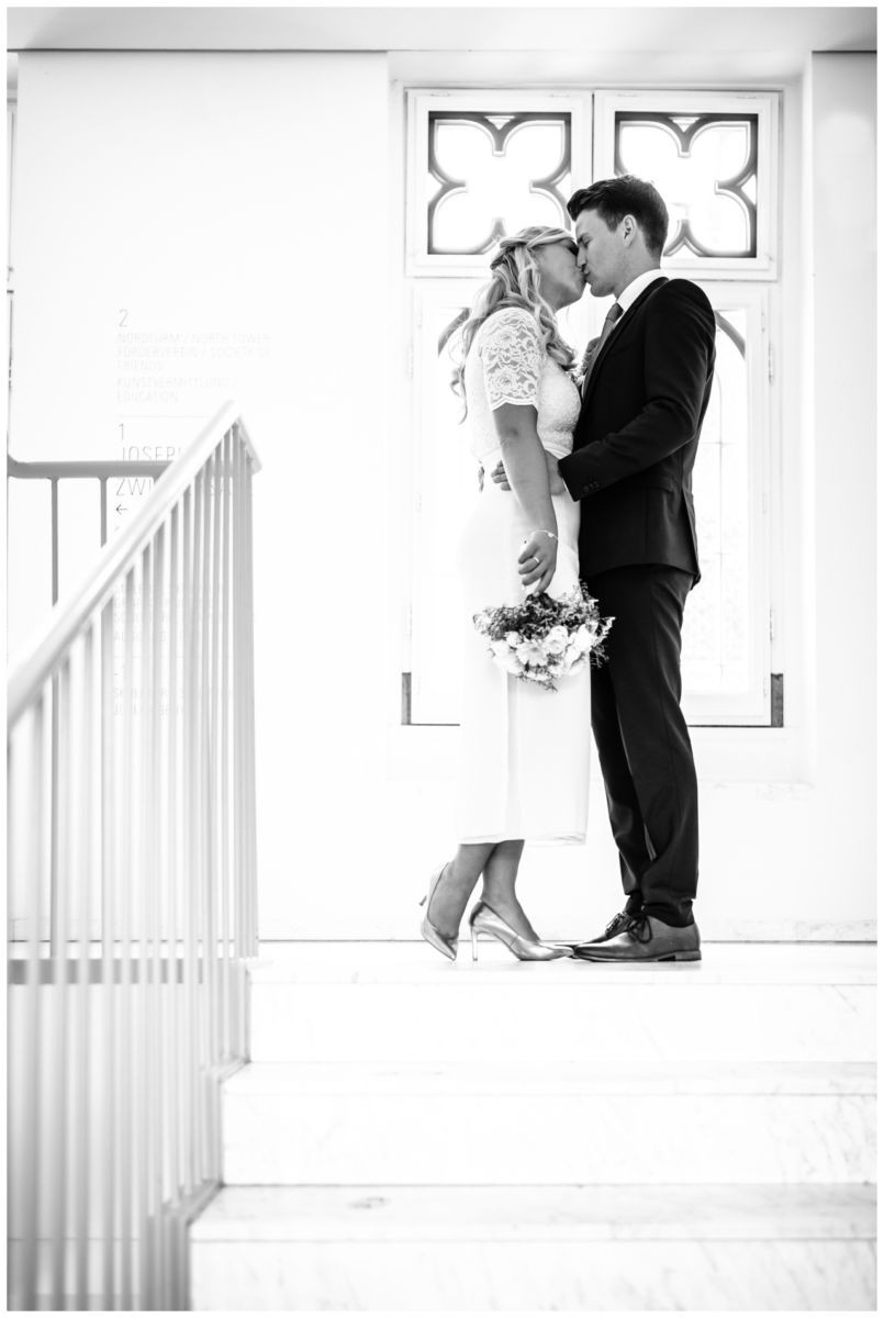 hochzeit standesamt standesamtliche Trauung schloss Moyland niederrhein fotograf 37 - Standesamtliche Hochzeit auf Schloss Moyland