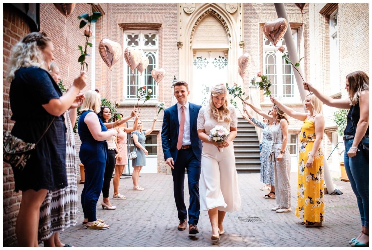 hochzeit standesamt standesamtliche Trauung schloss Moyland niederrhein fotograf 40 - Standesamtliche Hochzeit auf Schloss Moyland