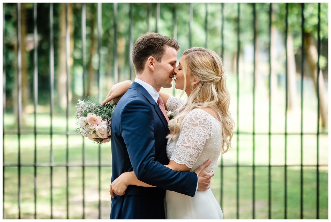 hochzeit standesamt standesamtliche Trauung schloss Moyland niederrhein fotograf 46 - Standesamtliche Hochzeit auf Schloss Moyland