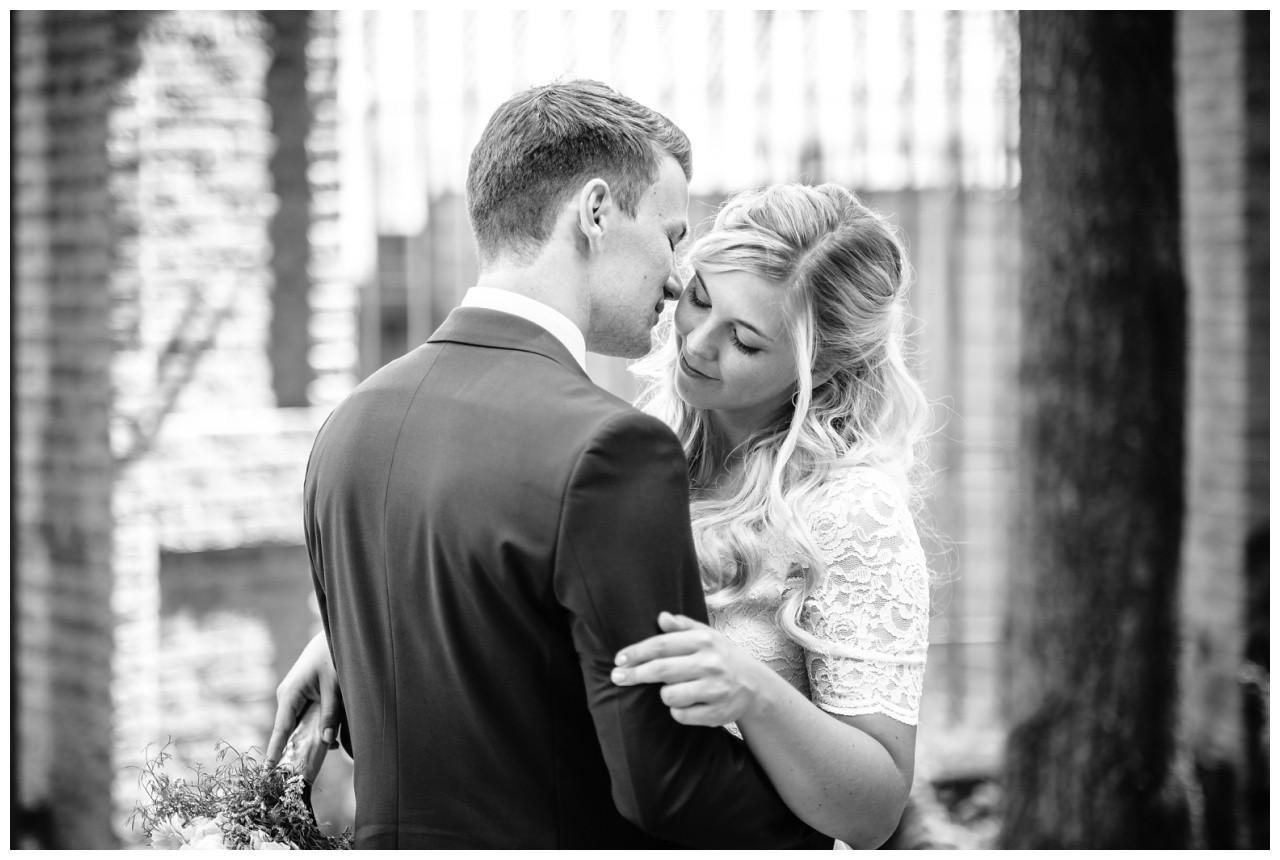 hochzeit standesamt standesamtliche Trauung schloss Moyland niederrhein fotograf 52 - Standesamtliche Hochzeit auf Schloss Moyland