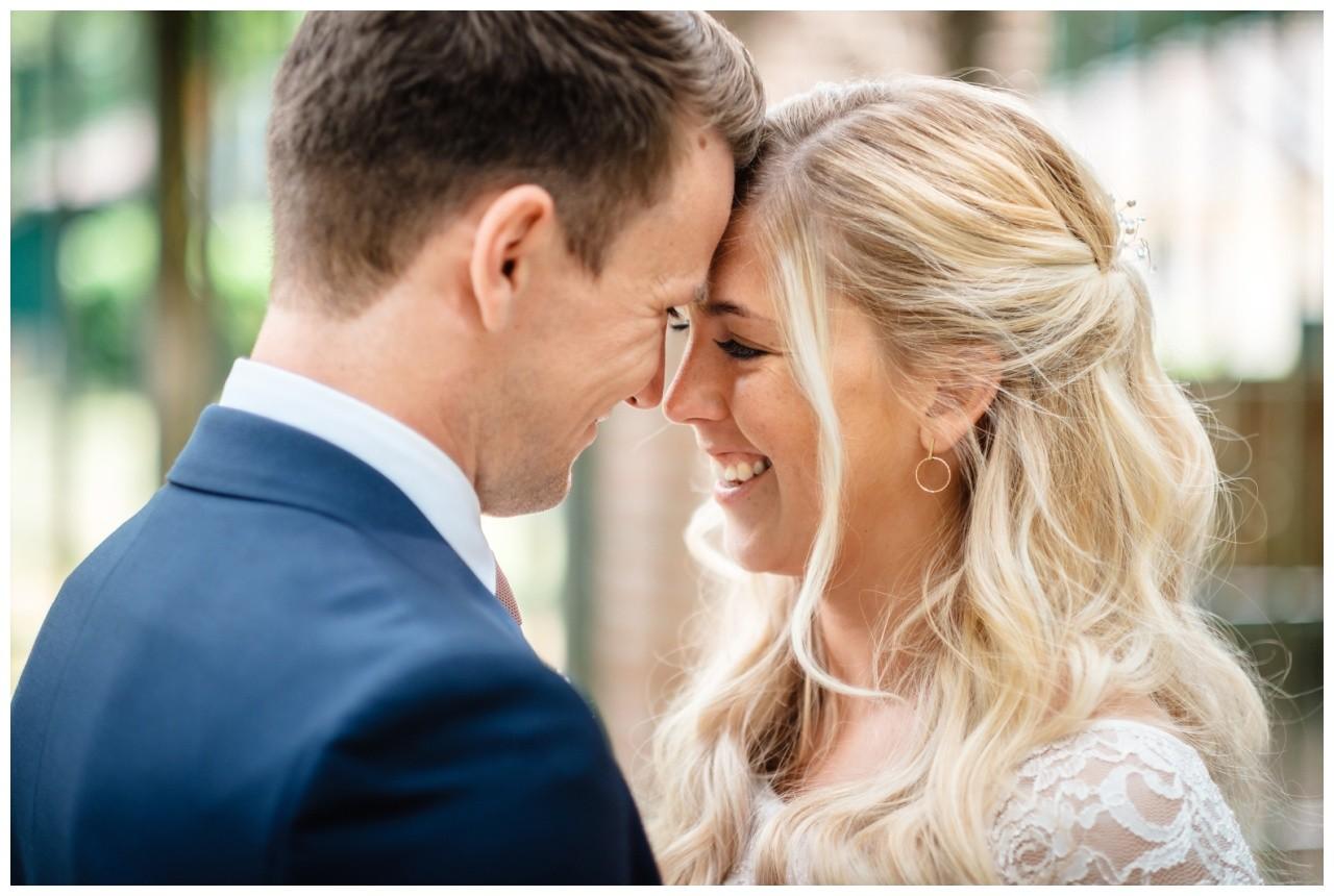 hochzeit standesamt standesamtliche Trauung schloss Moyland niederrhein fotograf 54 - Standesamtliche Hochzeit auf Schloss Moyland