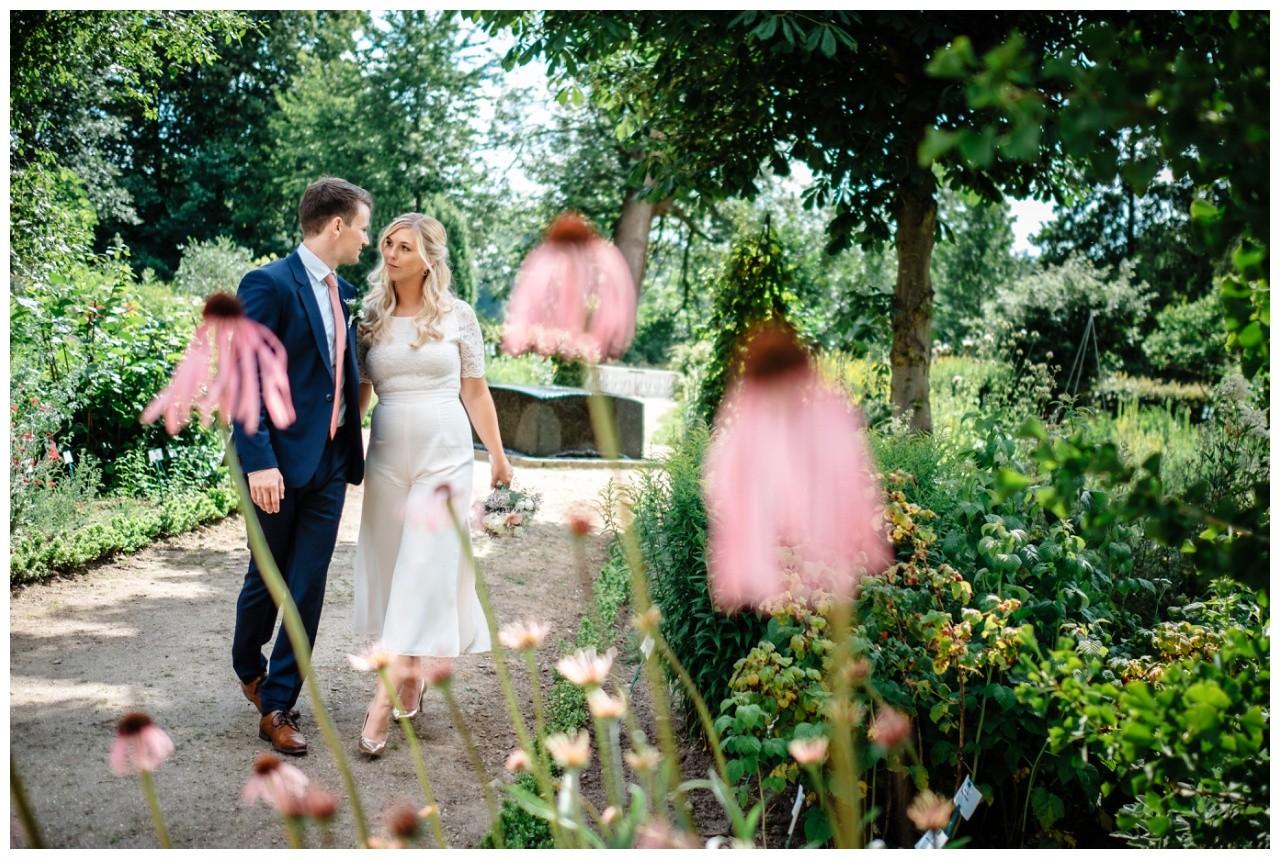 hochzeit standesamt standesamtliche Trauung schloss Moyland niederrhein fotograf 59 - Standesamtliche Hochzeit auf Schloss Moyland