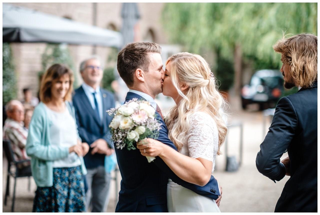 hochzeit standesamt standesamtliche Trauung schloss Moyland niederrhein fotograf 7 - Standesamtliche Hochzeit auf Schloss Moyland
