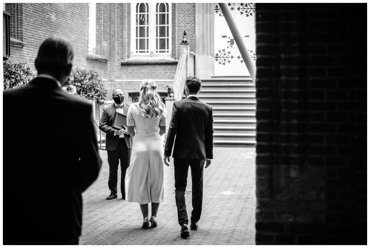 hochzeit standesamt standesamtliche Trauung schloss Moyland niederrhein fotograf 9 - Standesamtliche Hochzeit auf Schloss Moyland