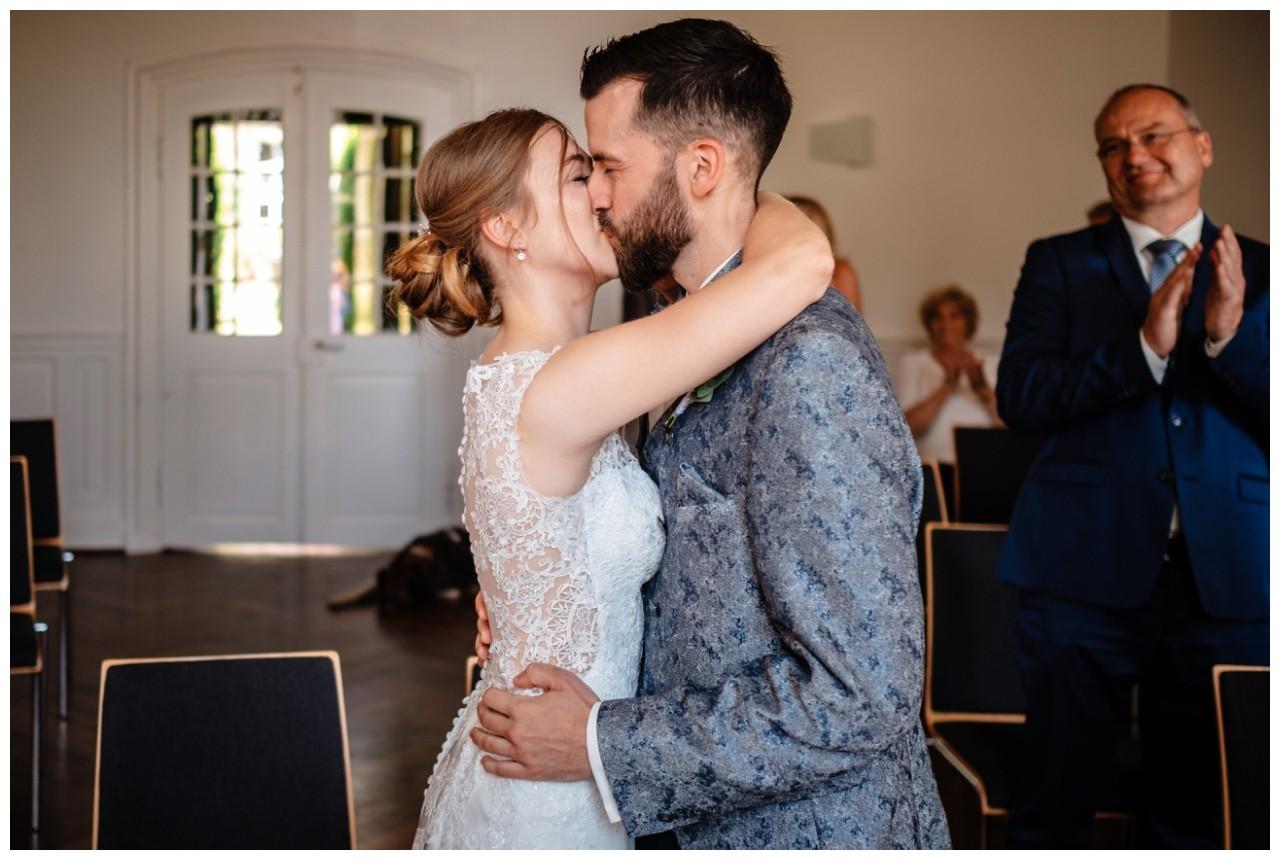 Hochzeit Nikolaus Kloster Juechen Standesamt Trauung Hochzeitsfotograf 33 - Standesamtliche Hochzeit im Nikolauskloster Jüchen