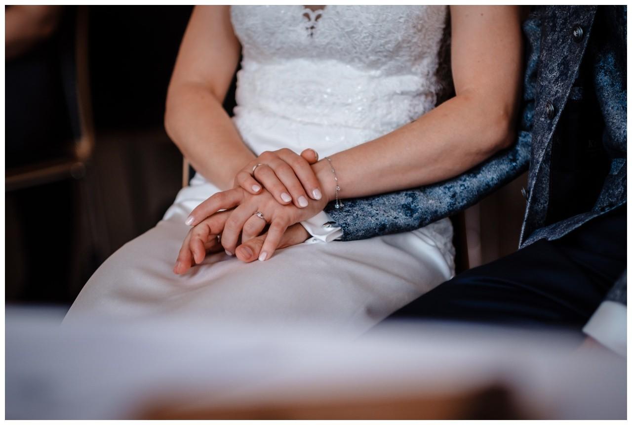 Hochzeit Nikolaus Kloster Juechen Standesamt Trauung Hochzeitsfotograf 37 - Standesamtliche Hochzeit im Nikolauskloster Jüchen