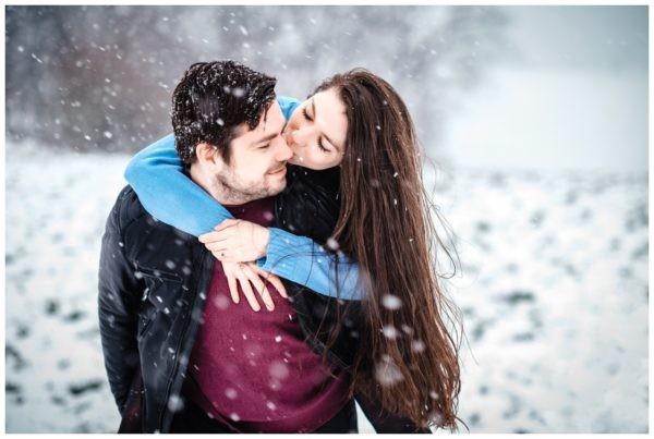 Shooting im Schnee Paarfotos Engagementshooting Verlobungsshooting Winter Hochzeitsfotograf