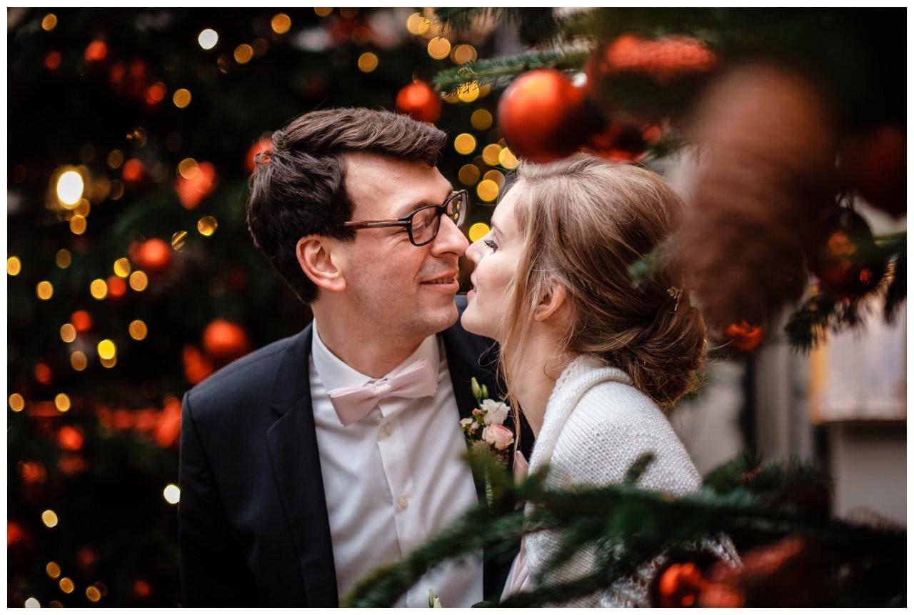 hochzeit standesamt koeln rathaus weihnachten fotograf 24 - Hochzeit zu Weihnachten im Standesamt Köln