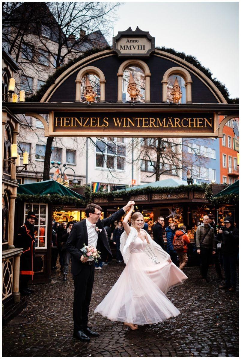 hochzeit standesamt koeln rathaus weihnachten fotograf 26 - Hochzeit zu Weihnachten im Standesamt Köln