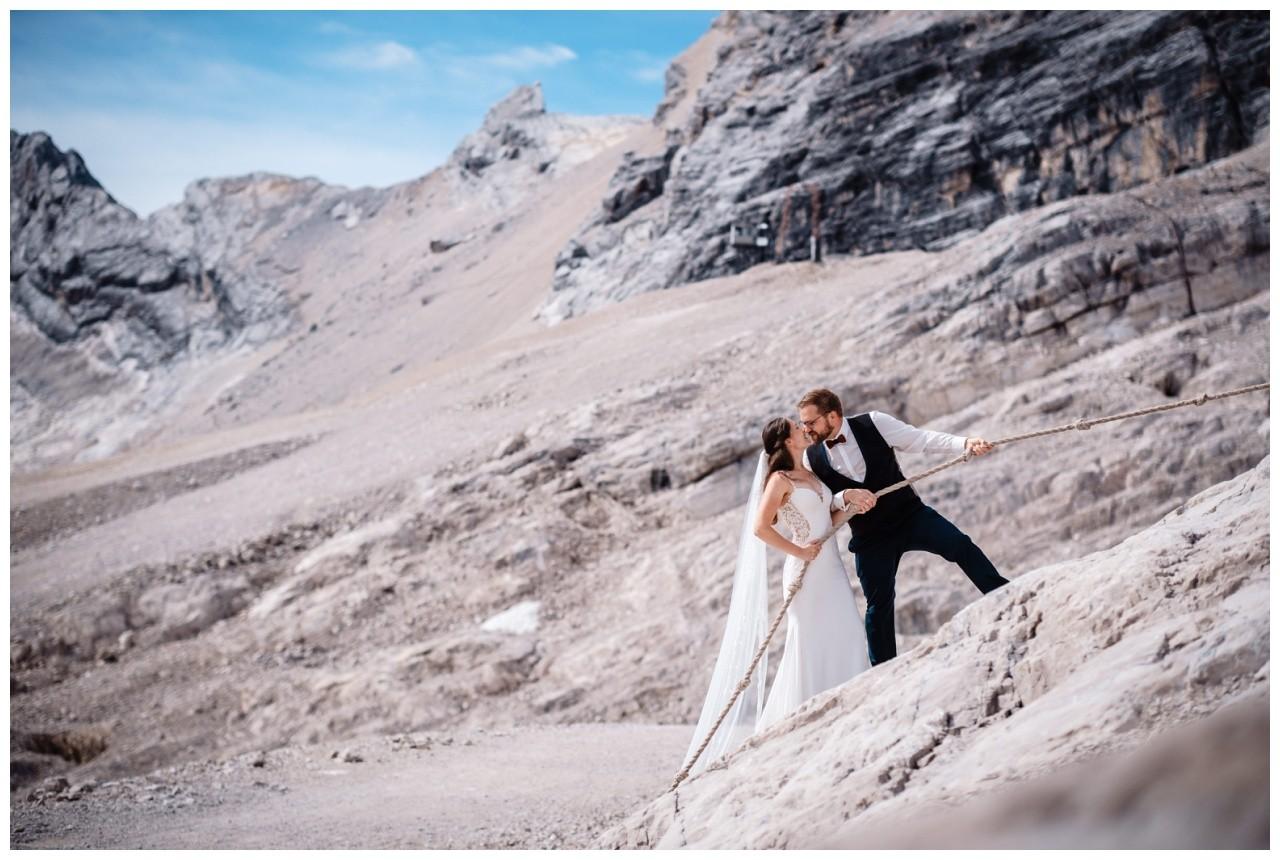 hochzeitsfoto eibsee zugspitze gamisch hochzeitsfotograf foto paarshooting 12 - Hochzeitsfotos am Eibsee