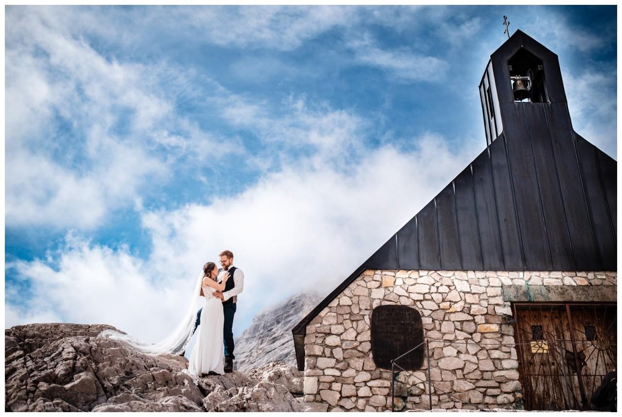 hochzeitsfoto eibsee zugspitze gamisch hochzeitsfotograf foto paarshooting 17 - Hochzeitsfotos am Eibsee