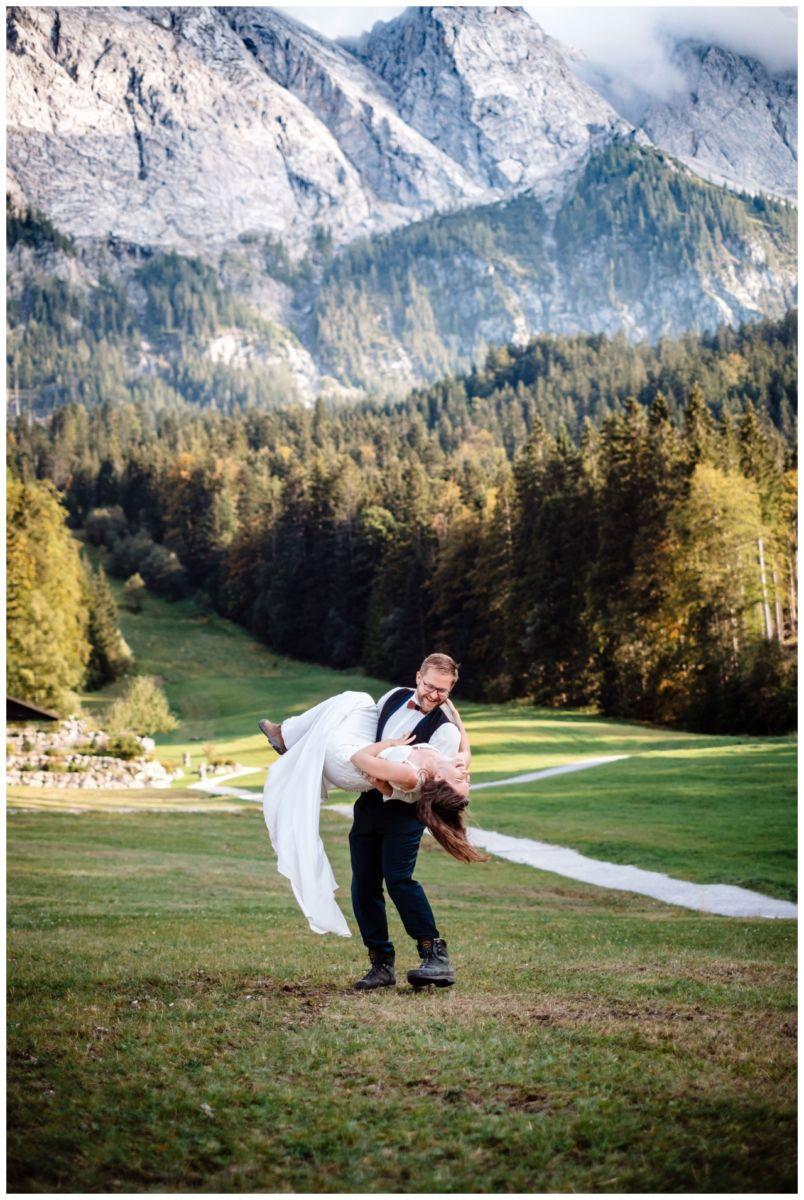 hochzeitsfoto eibsee zugspitze gamisch hochzeitsfotograf foto paarshooting 43 - Hochzeitsfotos am Eibsee
