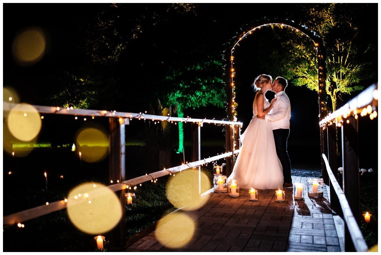 Gartenhochzeit hochzeit garten draussen fotograf corona hochzeitsfotograf 1 - DIY Hochzeit im Garten