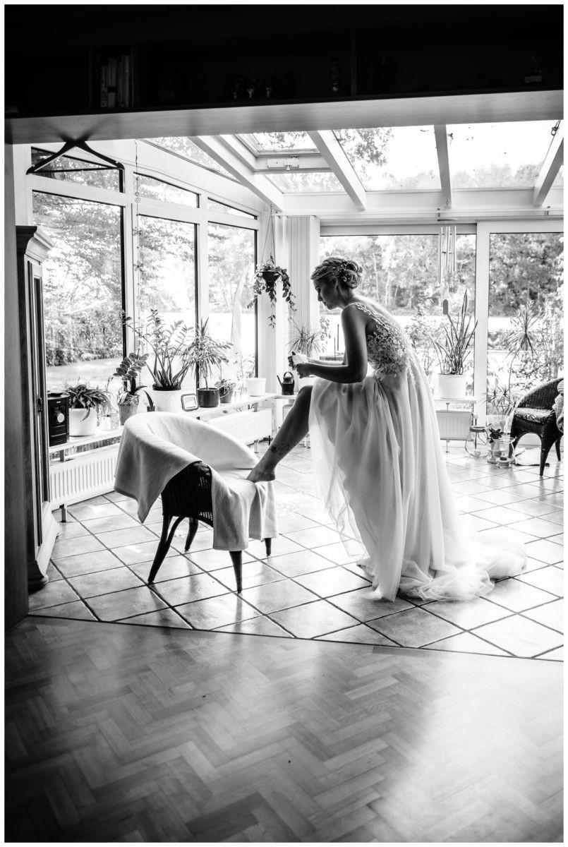 Gartenhochzeit hochzeit garten draussen fotograf corona hochzeitsfotograf 21 - DIY Hochzeit im Garten