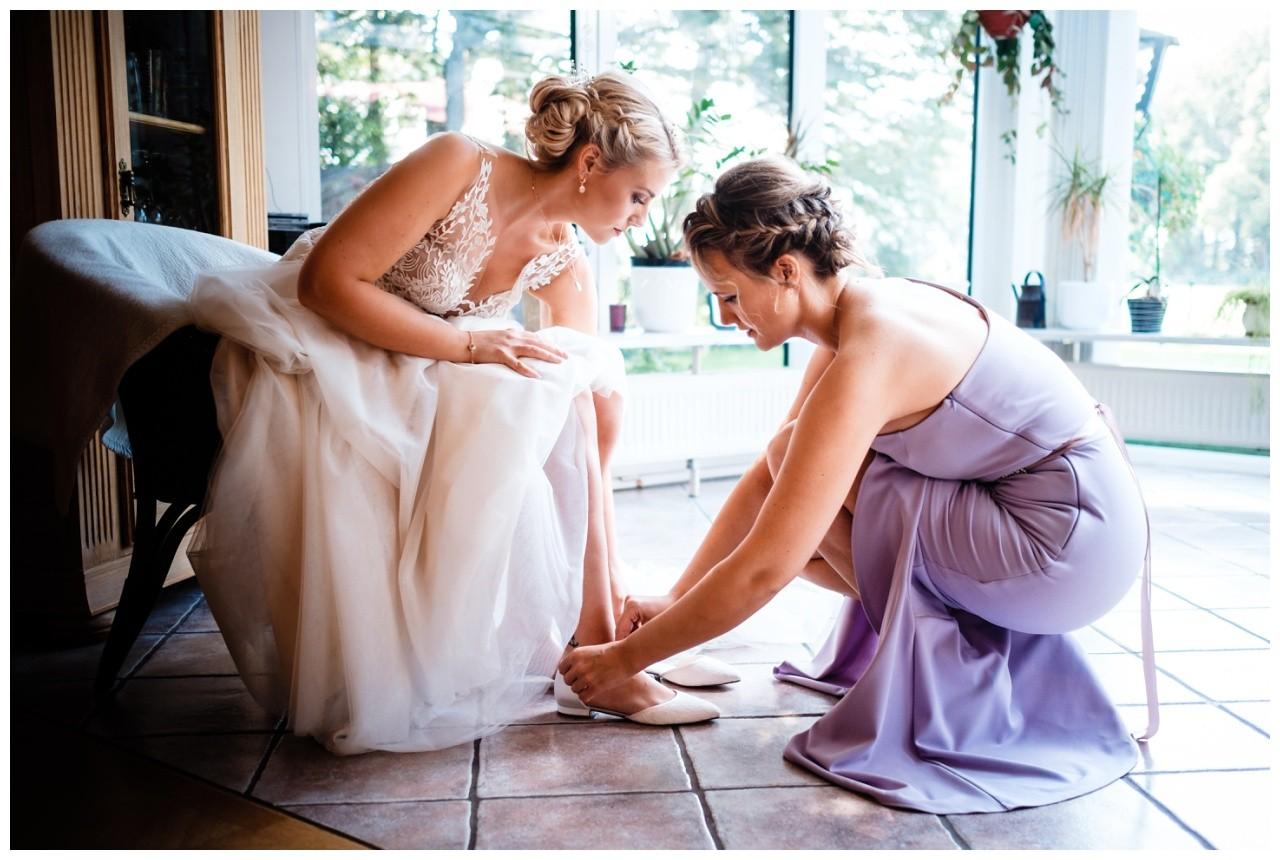 Gartenhochzeit hochzeit garten draussen fotograf corona hochzeitsfotograf 25 - DIY Hochzeit im Garten