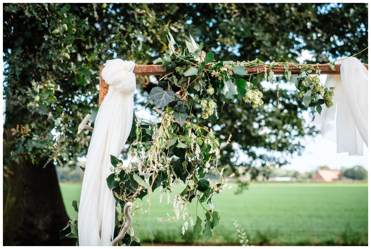 Gartenhochzeit hochzeit garten draussen fotograf corona hochzeitsfotograf 30 - DIY Hochzeit im Garten