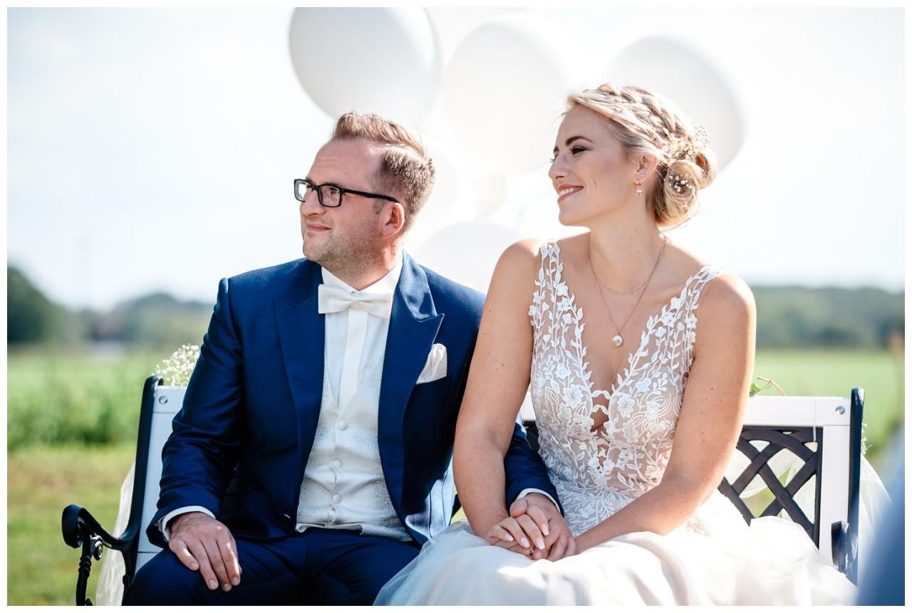 Gartenhochzeit hochzeit garten draussen fotograf corona hochzeitsfotograf 34 - DIY Hochzeit im Garten