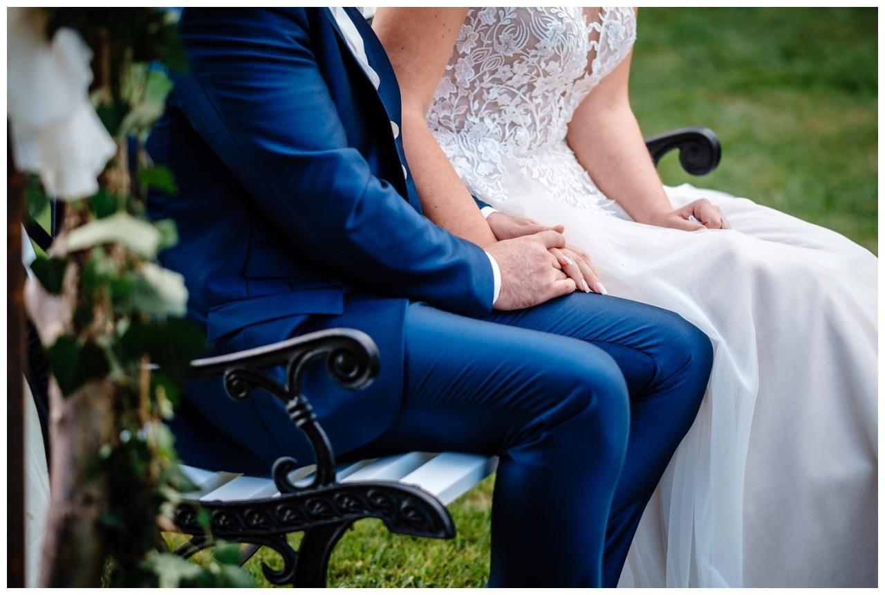 Gartenhochzeit hochzeit garten draussen fotograf corona hochzeitsfotograf 37 - DIY Hochzeit im Garten