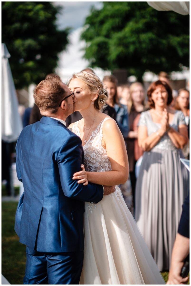 Gartenhochzeit hochzeit garten draussen fotograf corona hochzeitsfotograf 38 - DIY Hochzeit im Garten