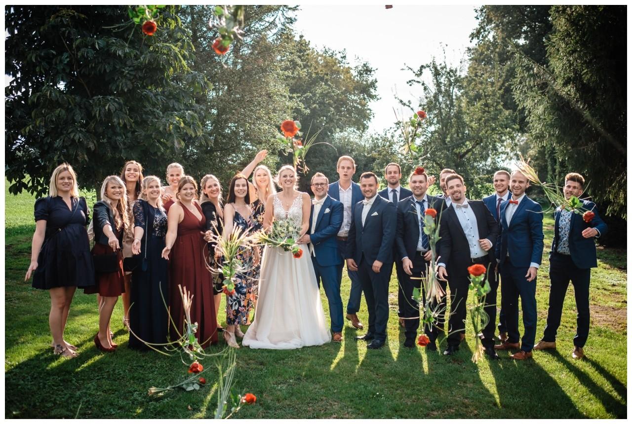 Gartenhochzeit hochzeit garten draussen fotograf corona hochzeitsfotograf 41 - DIY Hochzeit im Garten