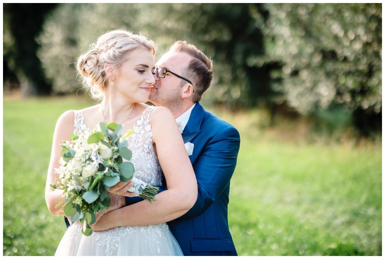 Gartenhochzeit hochzeit garten draussen fotograf corona hochzeitsfotograf 46 - DIY Hochzeit im Garten