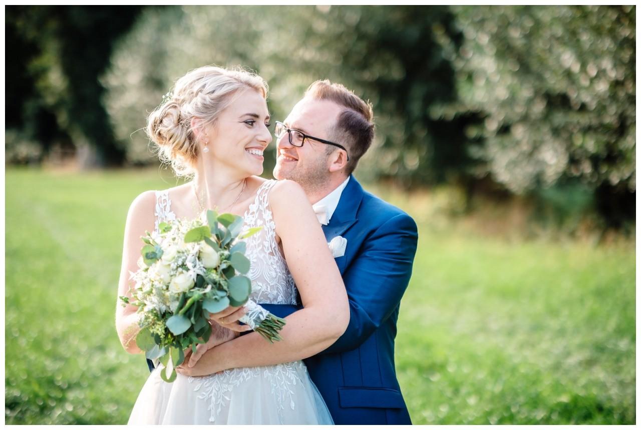 Gartenhochzeit hochzeit garten draussen fotograf corona hochzeitsfotograf 47 - DIY Hochzeit im Garten