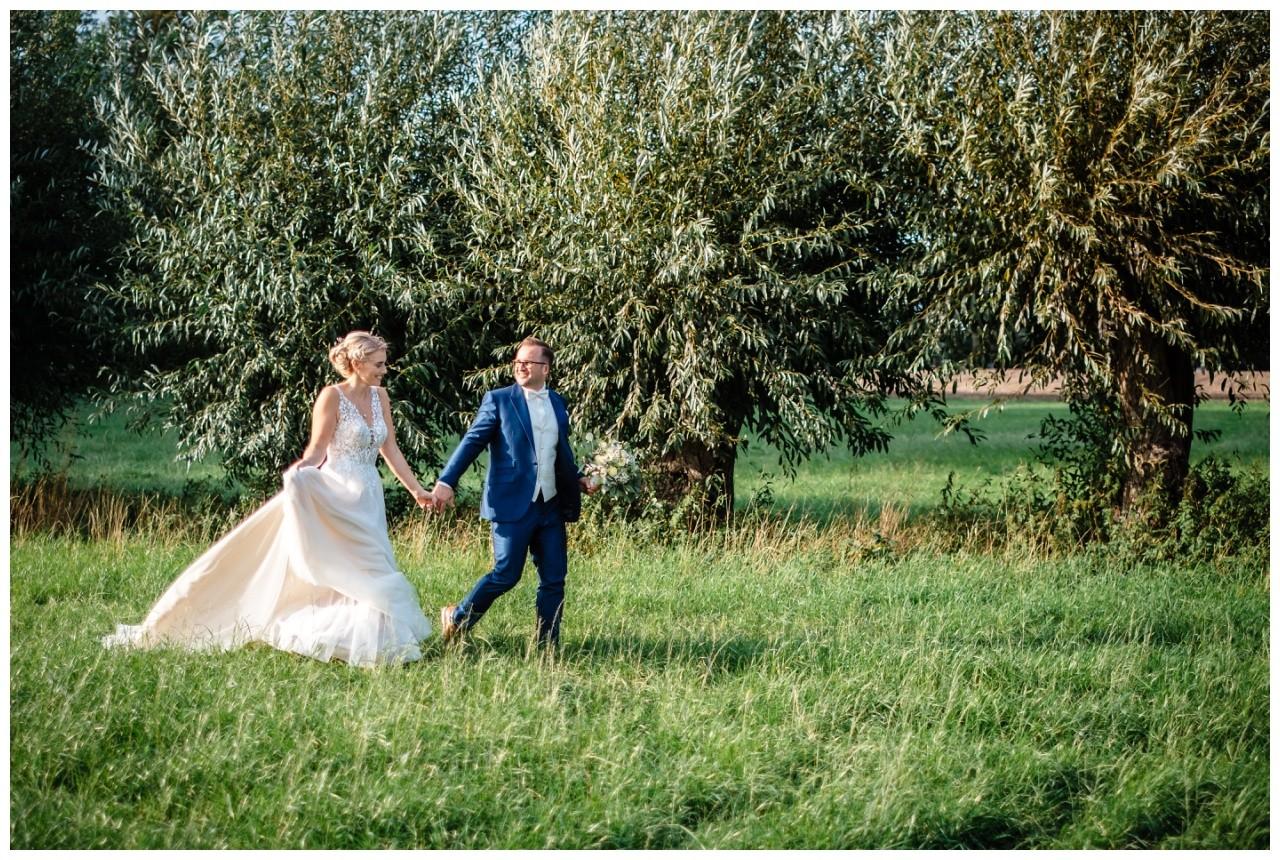 Gartenhochzeit hochzeit garten draussen fotograf corona hochzeitsfotograf 49 - DIY Hochzeit im Garten