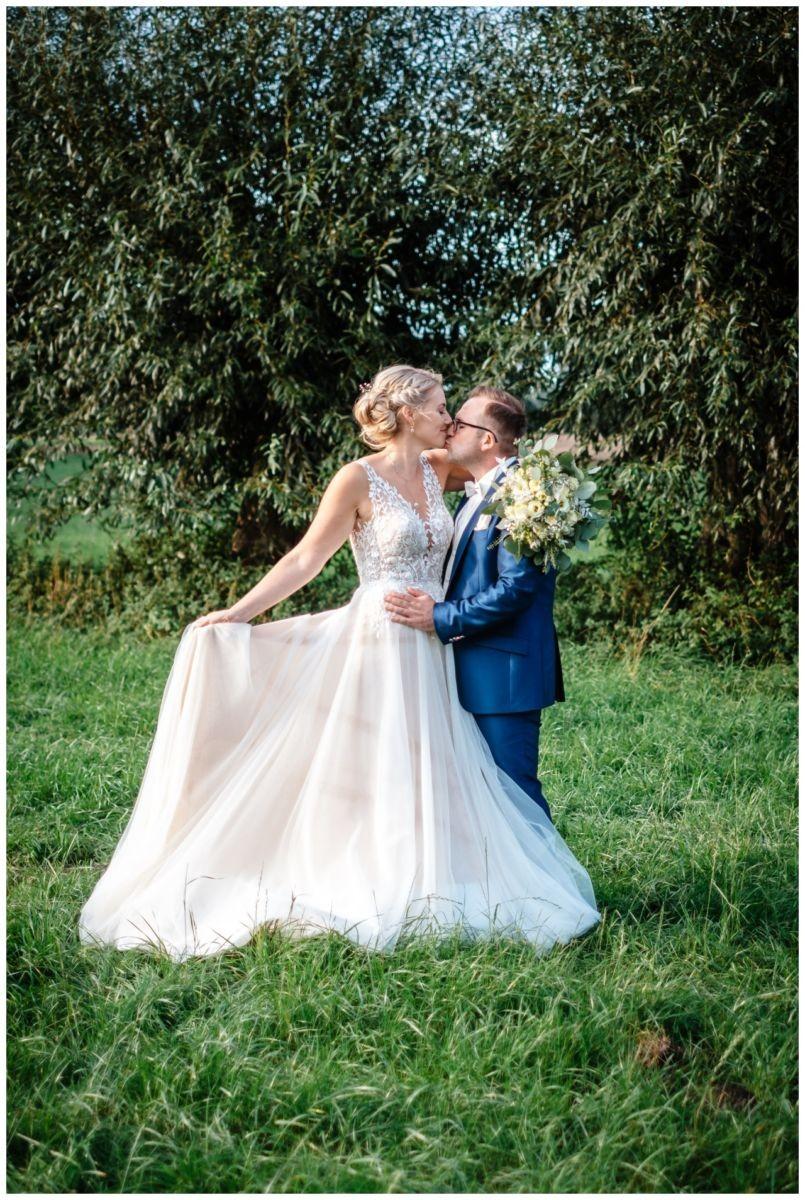 Gartenhochzeit hochzeit garten draussen fotograf corona hochzeitsfotograf 50 - DIY Hochzeit im Garten
