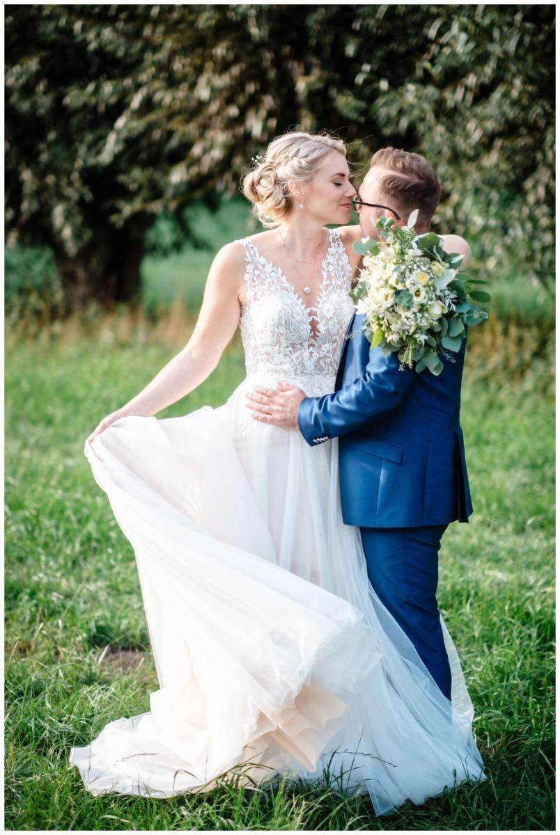 Gartenhochzeit hochzeit garten draussen fotograf corona hochzeitsfotograf 51 - DIY Hochzeit im Garten