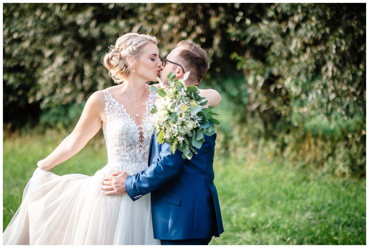 Gartenhochzeit hochzeit garten draussen fotograf corona hochzeitsfotograf 52 - DIY Hochzeit im Garten