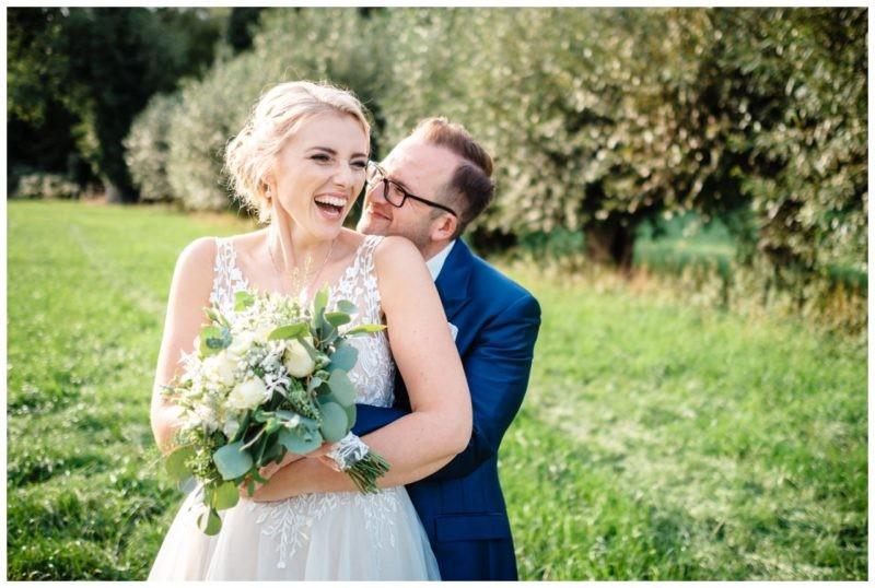 Gartenhochzeit hochzeit garten draussen fotograf corona hochzeitsfotograf 53 800x538 - Unser Hochzeitsblog