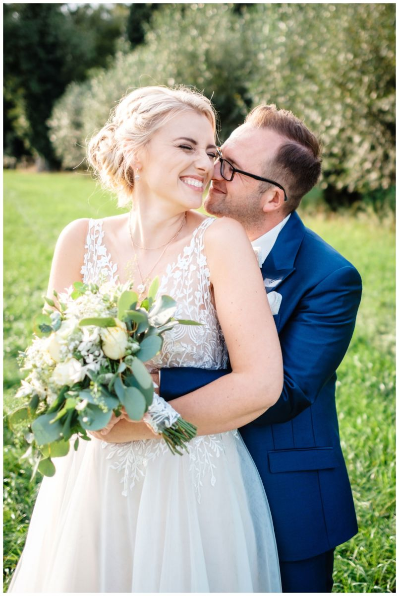 Gartenhochzeit hochzeit garten draussen fotograf corona hochzeitsfotograf 54 - DIY Hochzeit im Garten
