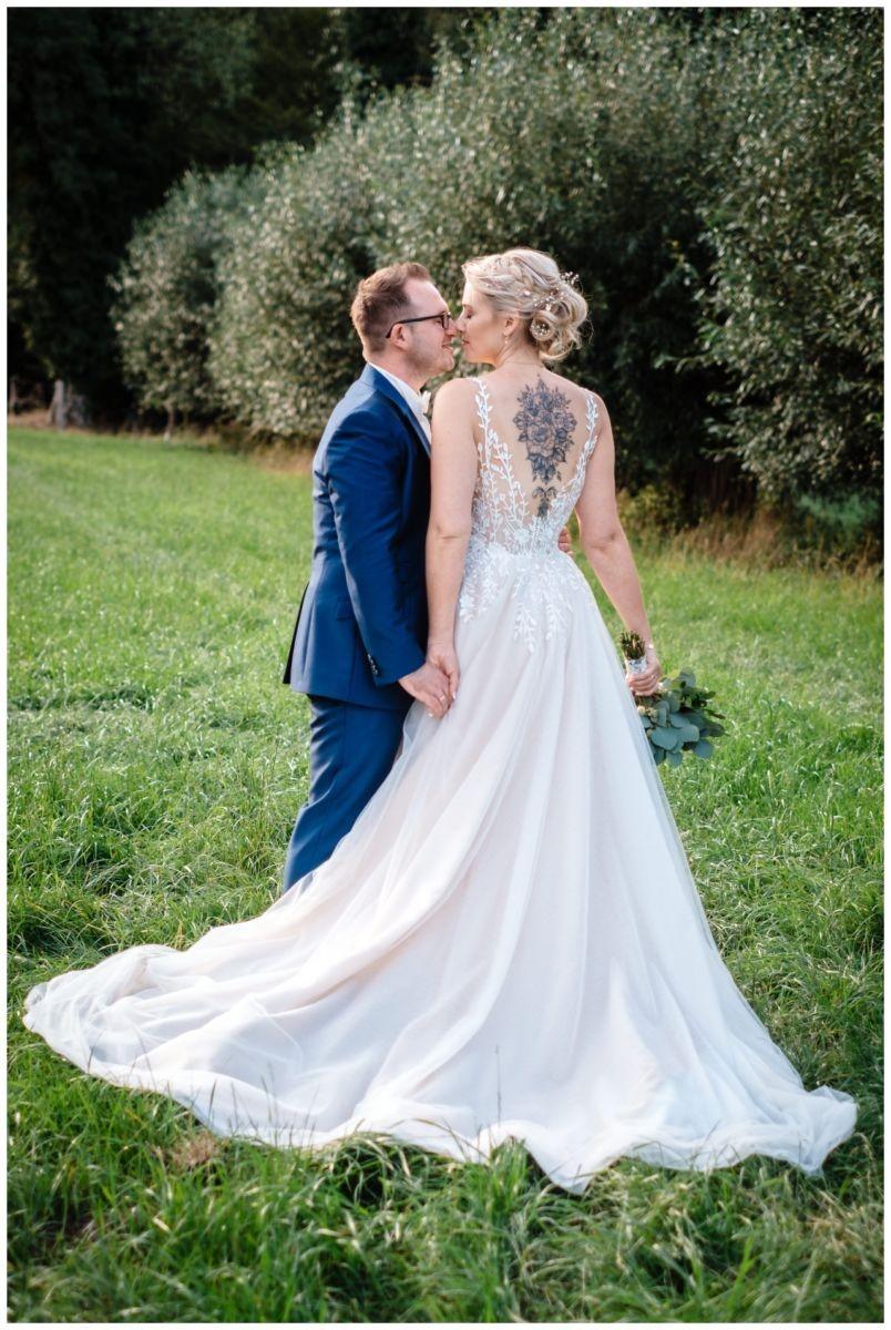 Gartenhochzeit hochzeit garten draussen fotograf corona hochzeitsfotograf 55 - DIY Hochzeit im Garten