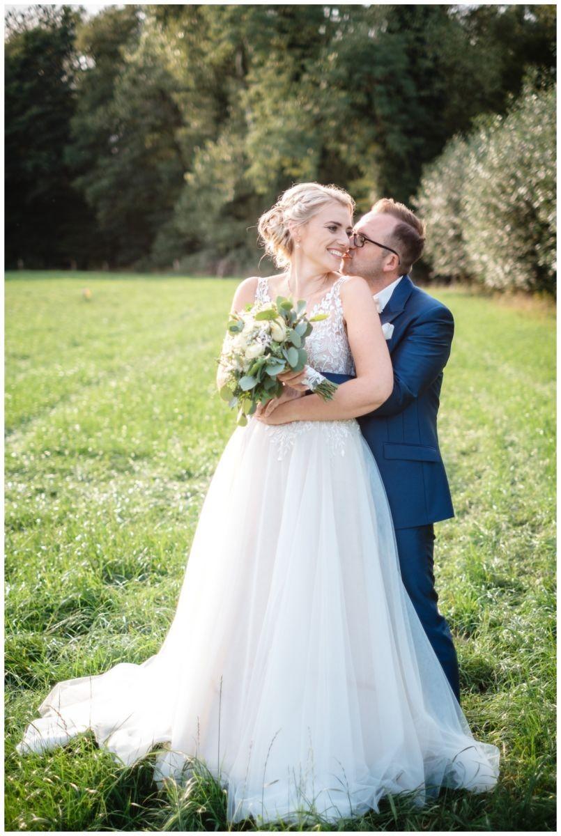 Gartenhochzeit hochzeit garten draussen fotograf corona hochzeitsfotograf 56 - DIY Hochzeit im Garten