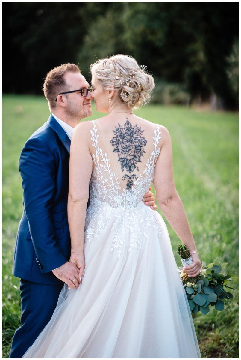 Gartenhochzeit hochzeit garten draussen fotograf corona hochzeitsfotograf 57 - DIY Hochzeit im Garten