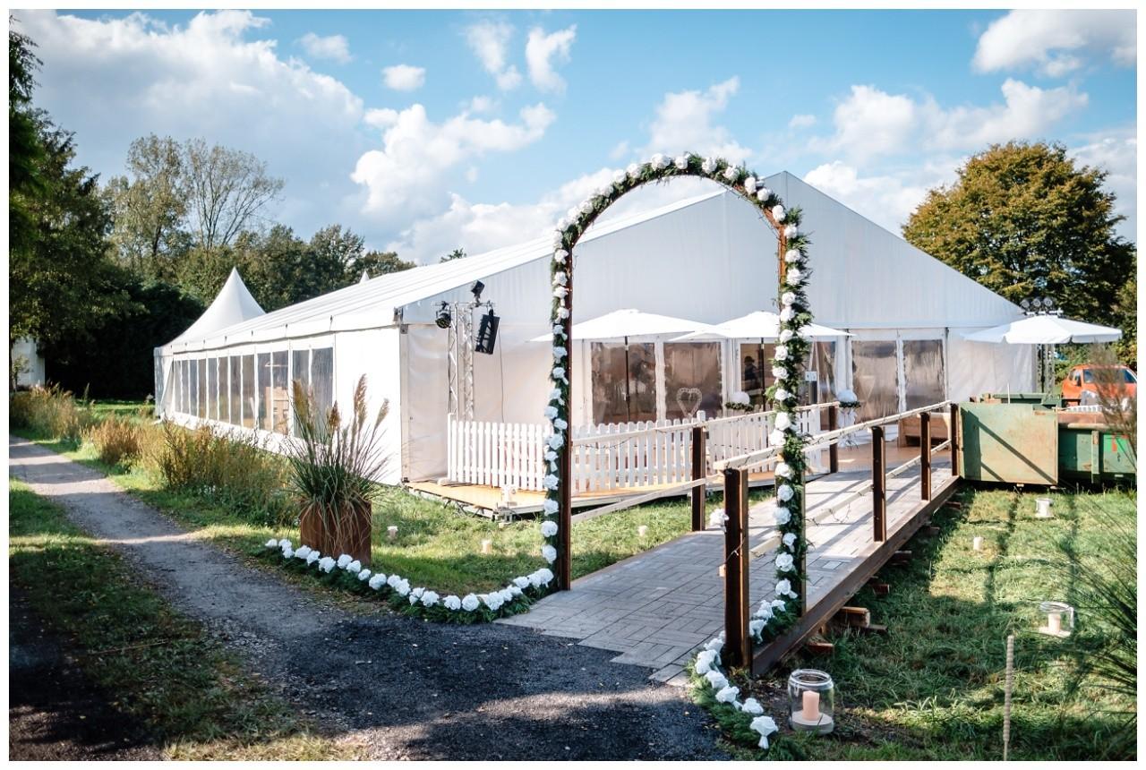 Gartenhochzeit hochzeit garten draussen fotograf corona hochzeitsfotograf 58 - DIY Hochzeit im Garten