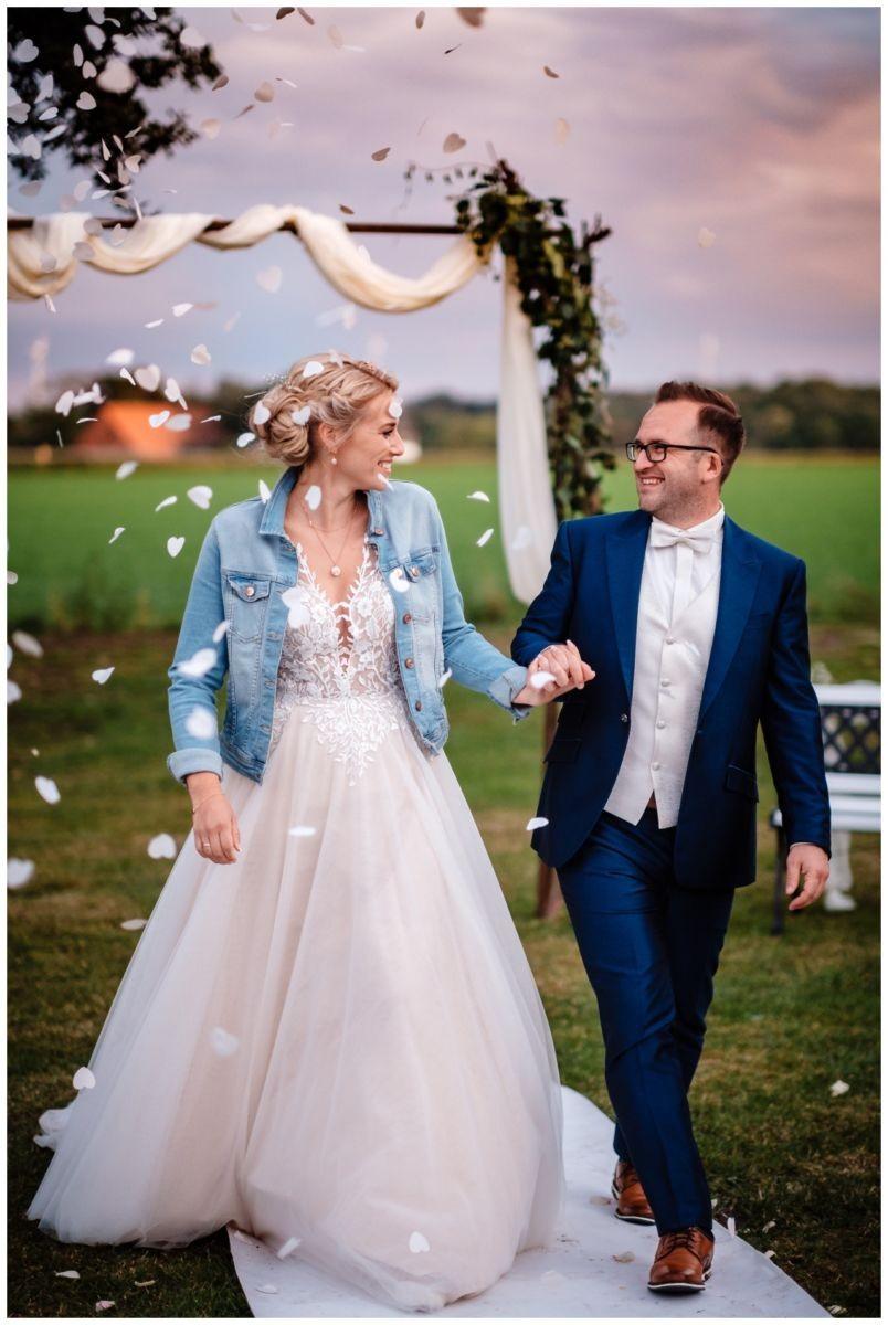 Gartenhochzeit hochzeit garten draussen fotograf corona hochzeitsfotograf 65 - DIY Hochzeit im Garten