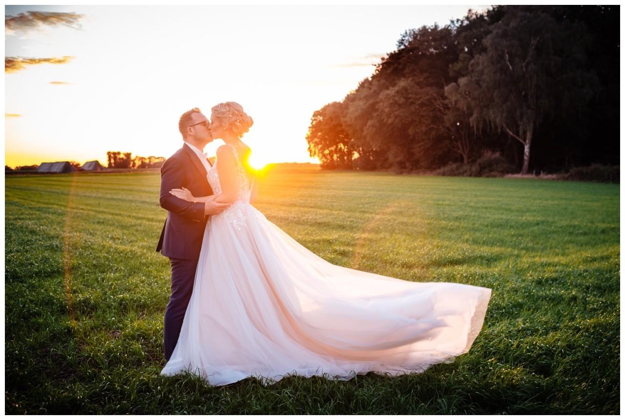 Gartenhochzeit hochzeit garten draussen fotograf corona hochzeitsfotograf 66 - DIY Hochzeit im Garten