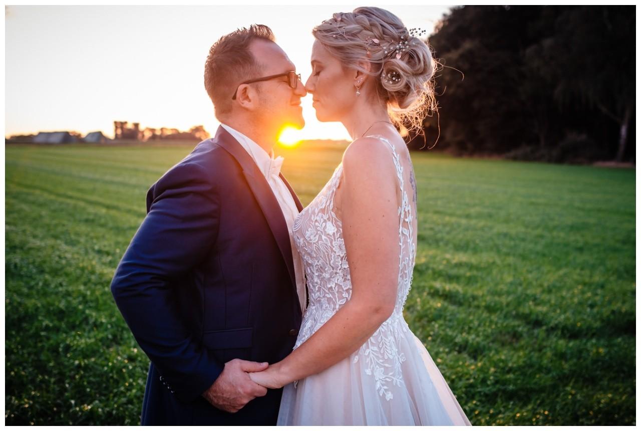 Gartenhochzeit hochzeit garten draussen fotograf corona hochzeitsfotograf 67 - DIY Hochzeit im Garten