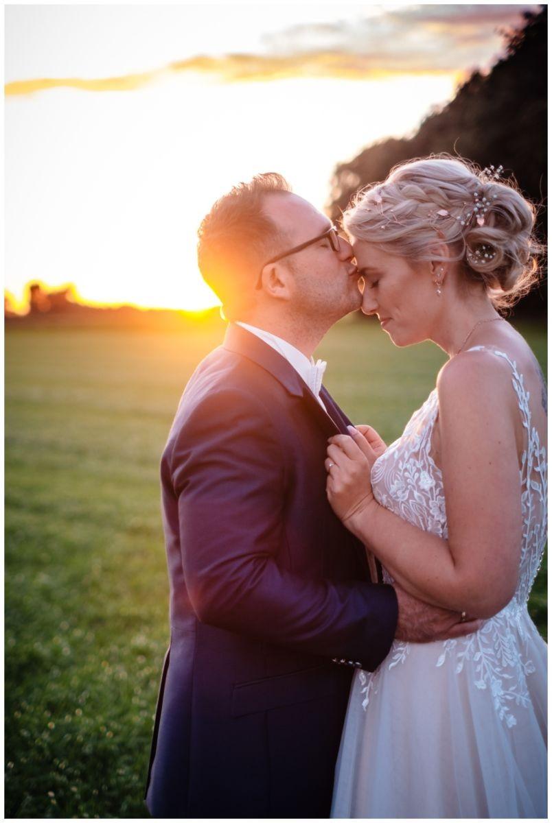 Gartenhochzeit hochzeit garten draussen fotograf corona hochzeitsfotograf 69 - DIY Hochzeit im Garten
