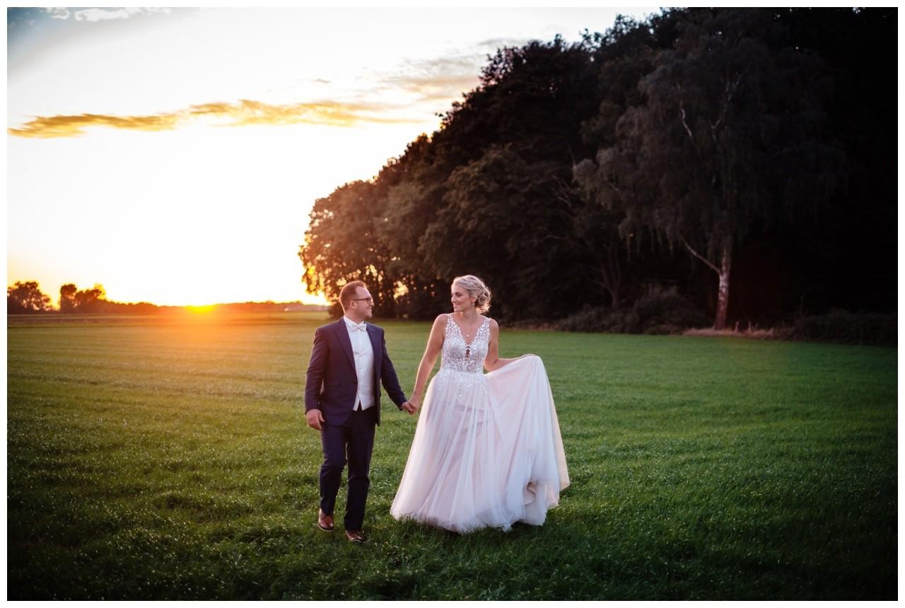 Gartenhochzeit hochzeit garten draussen fotograf corona hochzeitsfotograf 70 - DIY Hochzeit im Garten
