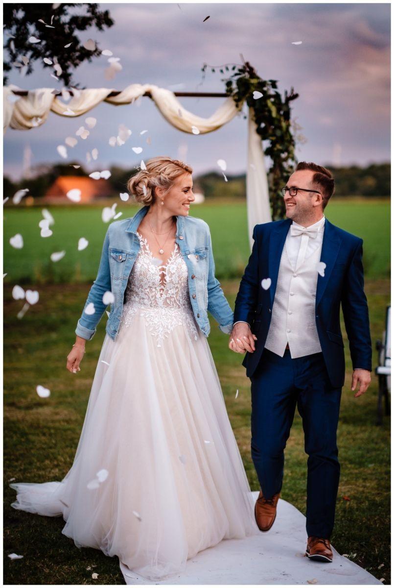 Gartenhochzeit hochzeit garten draussen fotograf corona hochzeitsfotograf 71 - DIY Hochzeit im Garten